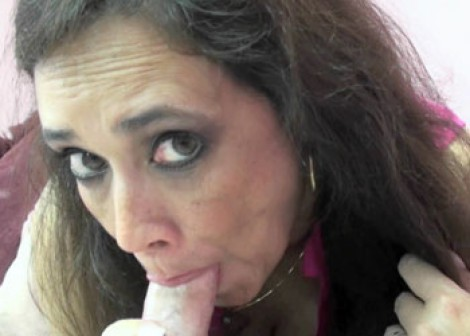 Alesia Pleasure is sucking some dick